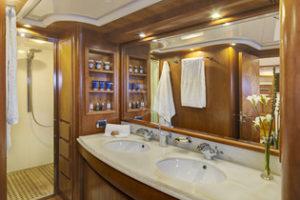 Master cabin en suite facilities